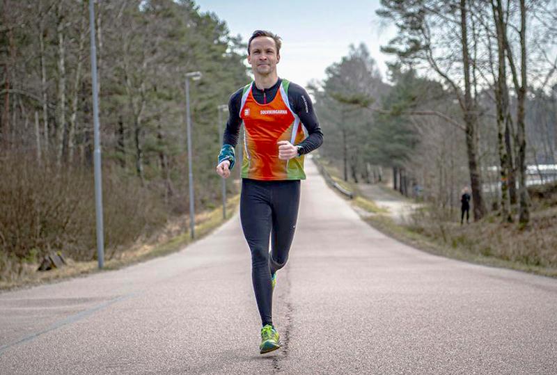 Ordförande Jonas Boman springer på landsväg